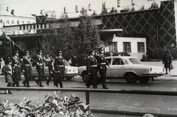 Парад Победы на улице Республики. 9 мая 1982 года