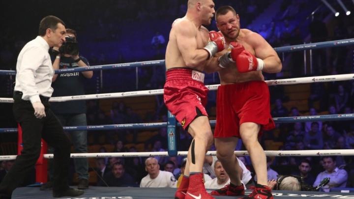Супертяж из Волгограда загнал в угол соперника британских боксеров
