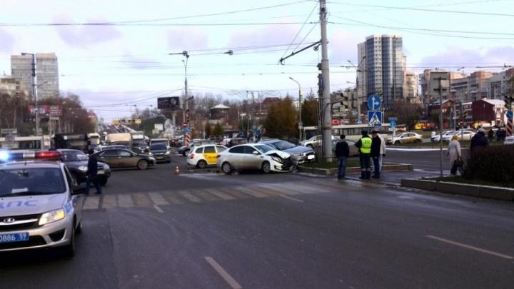 Проигнорировал знак «Движение прямо»: в центре Перми столкнулись две иномарки