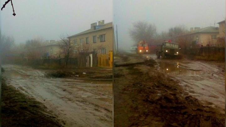В Волгограде целую улицу оставили без асфальта из-за перекладки водопровода