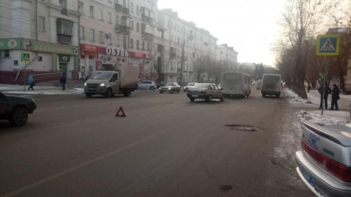 Пьяный водитель Daewoo Nexia столкнулся с автобусом в Челябинске