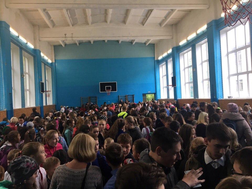 Детей увели в спортзал школу №133