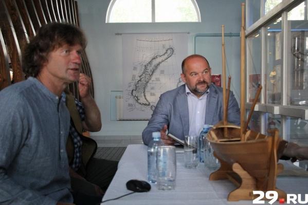 На встрече Евгений Шкаруба рассказал, что для строительства судов часто не хватает настоящих и подробных чертежей