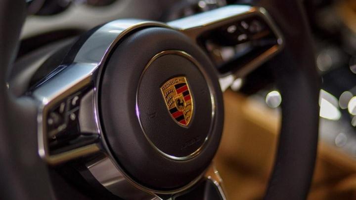 Тайна Bentley и двух Porsche: с челябинского бизнесмена взыскали крупный долг