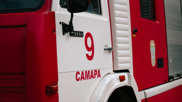 В Самаре на 18-м километре Московского шоссе сгорели гараж и «Нива»