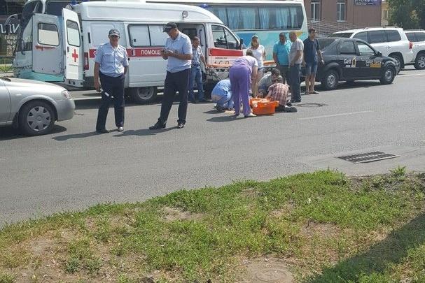 В Самаре на перекрестке  Авроры и Дыбенко машина сбила женщину