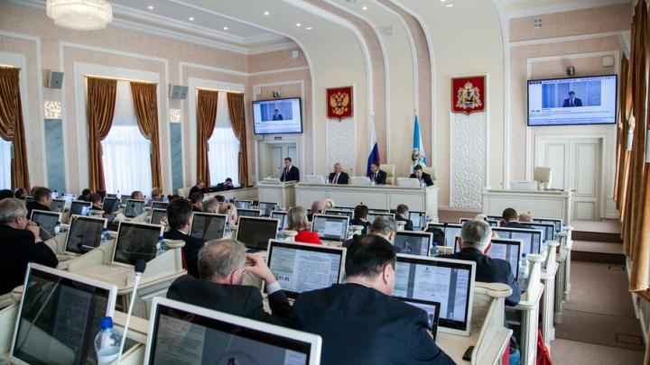 В Архоблсобрании назвали политическим решение запретить референдум о возвращении прямых выборов