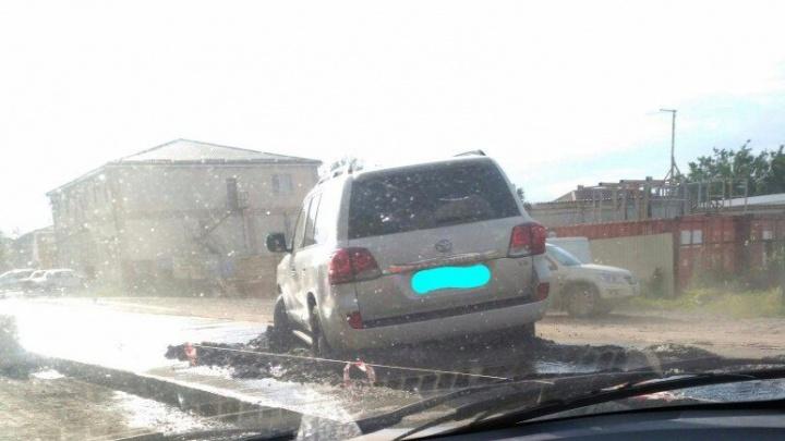 Водитель «Тойоты» застрял  в жидком бетоне на Каскадной