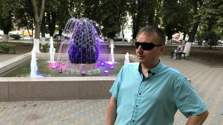 Слепой музыкант снял жизнерадостный клип о Ростове