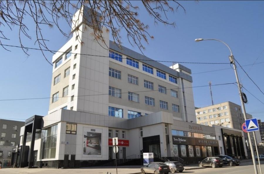 На Шейнкмана, 10 находится «Ural Vision Gallery». И мы.
