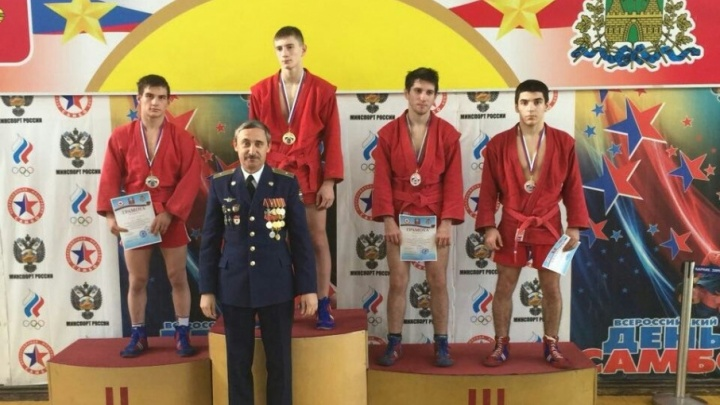 Подростки из Ростова взяли бронзу в армавирском турнире по самбо