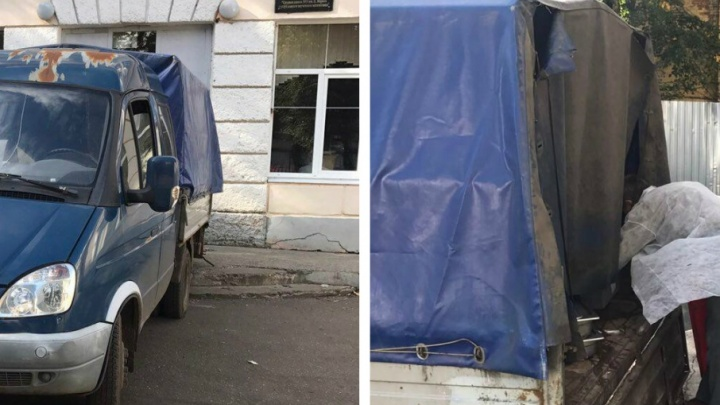Скандал в ярославской школе: родители засняли, как привозят еду для детей