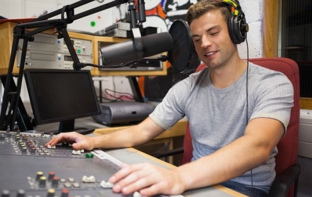 Ретро FM Самара в прямом эфире разыграет среди слушателей электрочайники и термосы