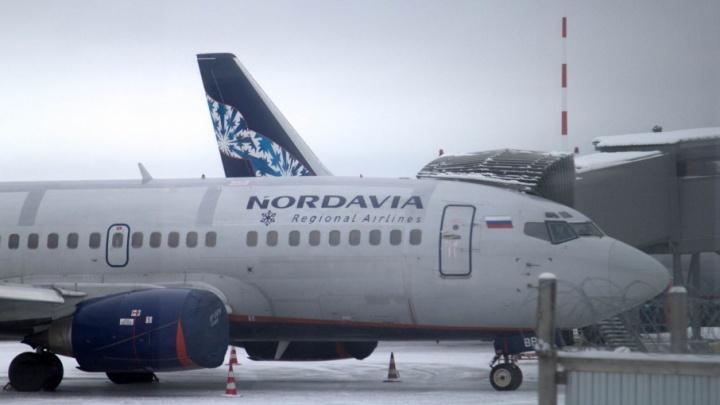 У «Боинга» «Нордавиа» при посадке отвалилась панель в салоне