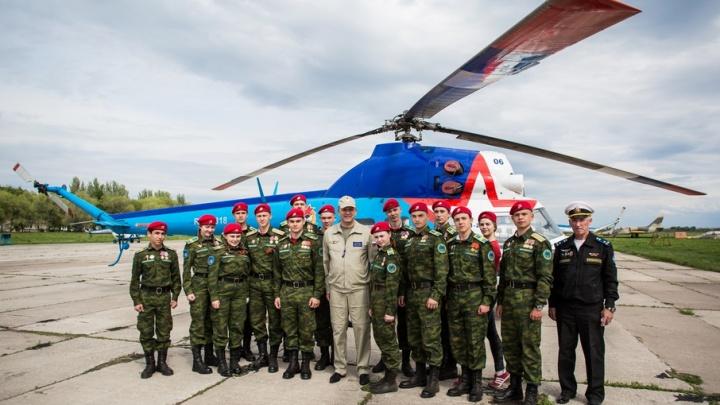 Боевое крещение и день рождения пионерии: самарские кадеты открыли парашютный сезон