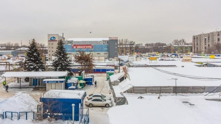 Мошенник из Самарской области пытался продать 8,5 тонн обоев на Птичьем рынке
