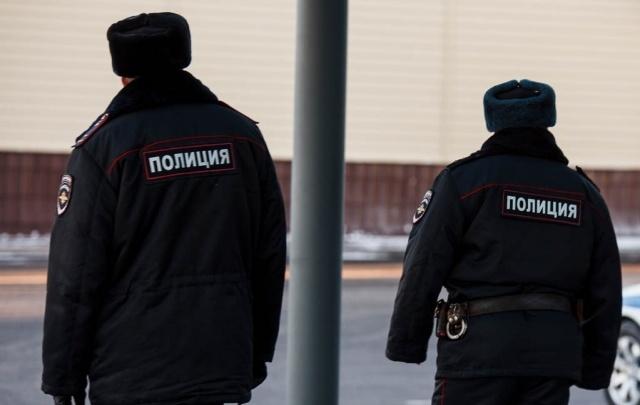 Разбой на улице Республики: двое тюменцев, угрожая пистолетом, забрали у подростков мобильники