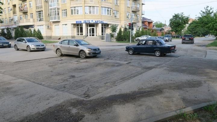 В Таганроге срезали полотно дороги, а асфальт уложить «забыли»