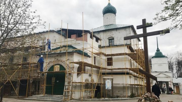 В центре Ярославля реставрируют мужской монастырь