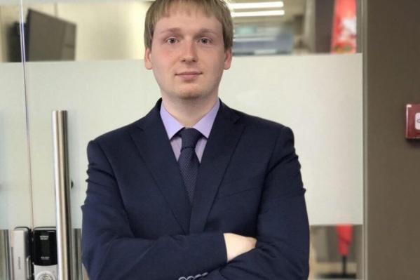 У Тихона Макарова профессиональное образование в сфере связей с общественностью