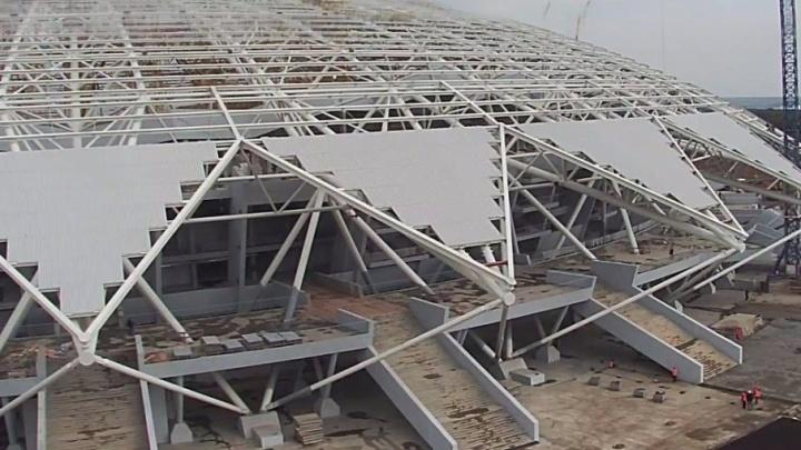На куполе стадиона «Самара-Арена» собрали четыре «лепестка» из профлиста