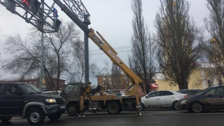 На Московском шоссе монтировали систему анализа выхлопных газов