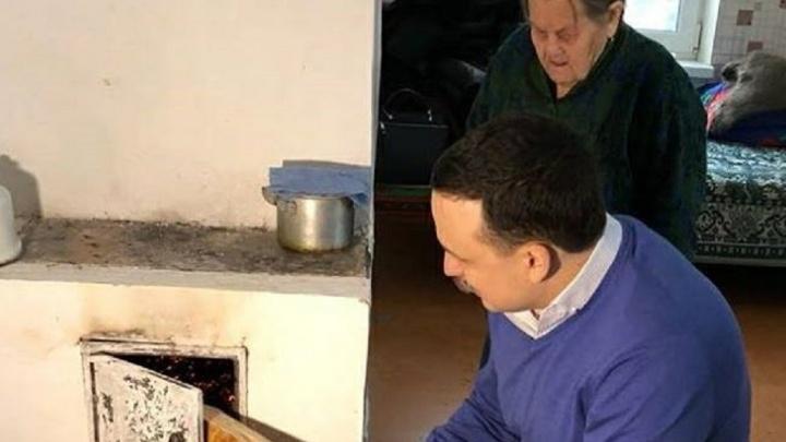 Бабушка-ветеран из Верхней Синячихи, которая полгода жила в квартире после пожара, переехала