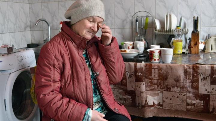 Семья с одиннадцатью детьми три месяца живет без света в Советском районе Волгограда