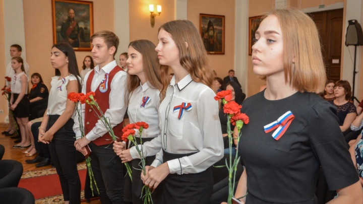 Лучшим школьникам Ростова вручили первые паспорта