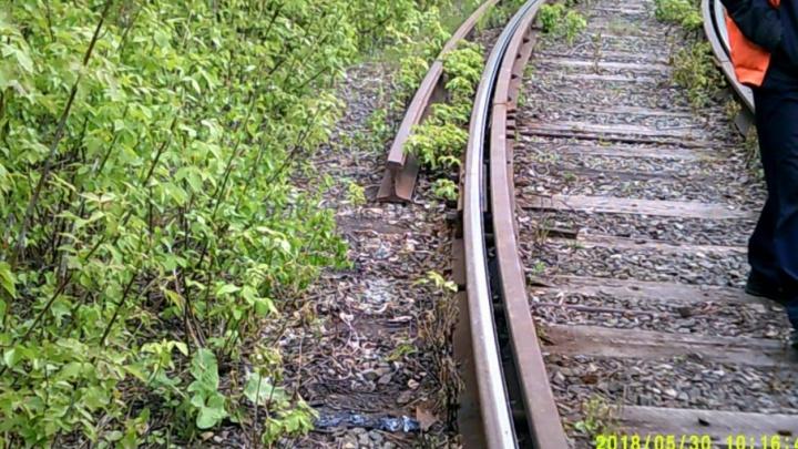 Возможен сход вагонов: в Челябинске украли 80 метров трамвайных рельсов