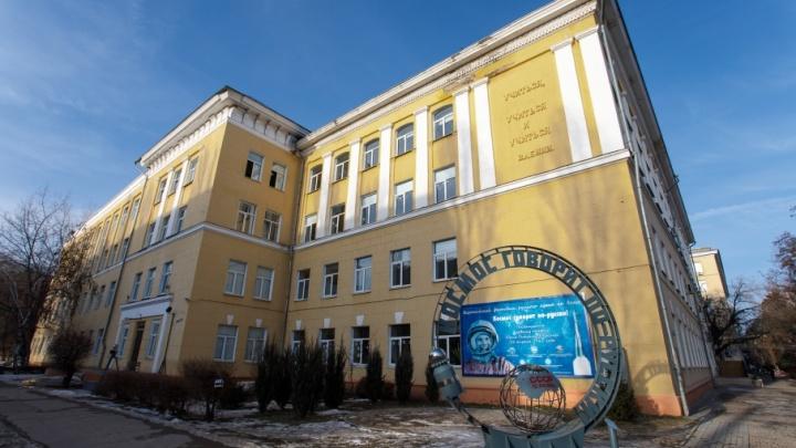 Школа в центре Волгограда: от немцев у входа до Гагарина на углу