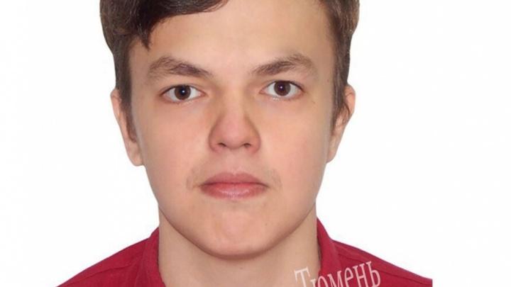 Полиция и волонтеры просят тюменцев помочь найти пропавшего 20-летнего парня