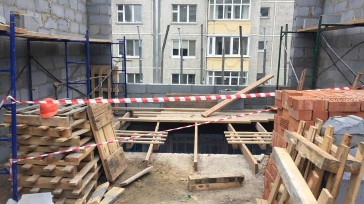 На Пермякова 55-летний строитель упал с высоты и погиб