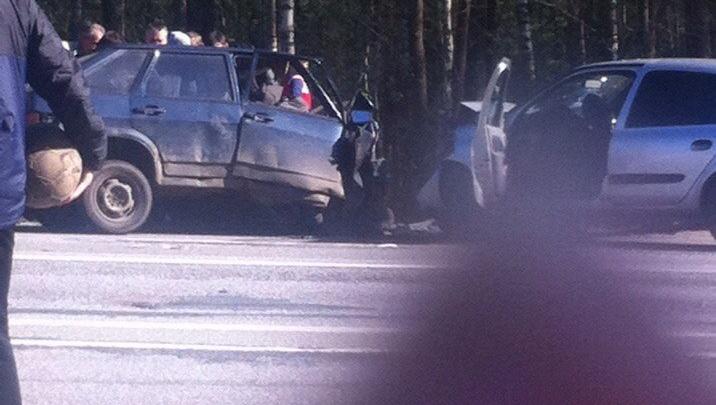 Лобовое столкновение в Ярославской области: водители в реанимации