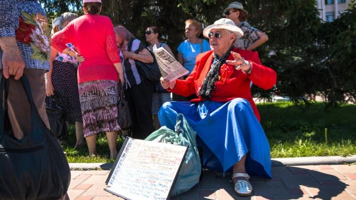 В Самаре пенсионеры вышли на митинг у здания  областного правительства