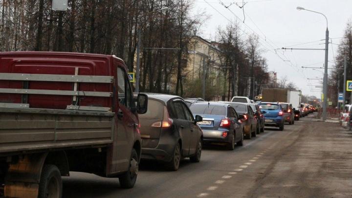ДТП из пяти машин спровоцировало большую пробку