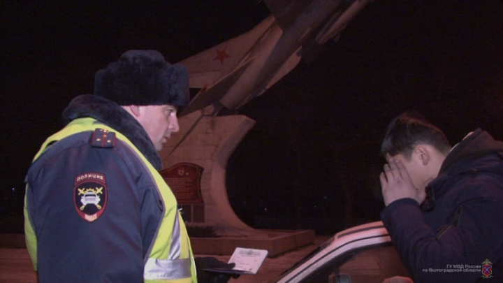Волгоградских водителей массово оштрафовали за грязные номера