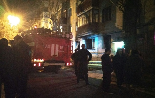 Из горевшей квартиры на улице Парфёнова пожарные спасли трех человек