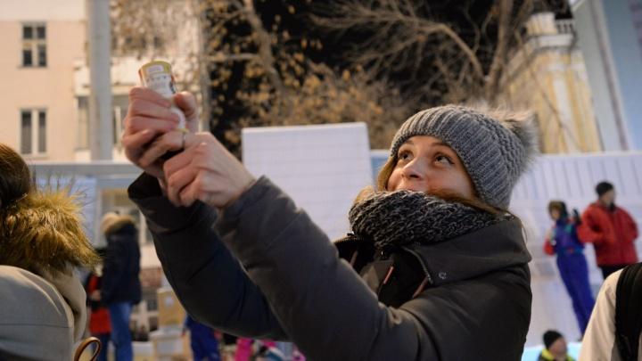 Тысячи счастливых лиц: ищите себя в большом фоторепортаже E1.RU с гуляний в центре Екатеринбурга