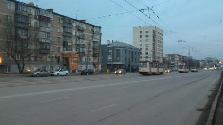 На Алом Поле застряли трамваи из-за сломанных рельсов