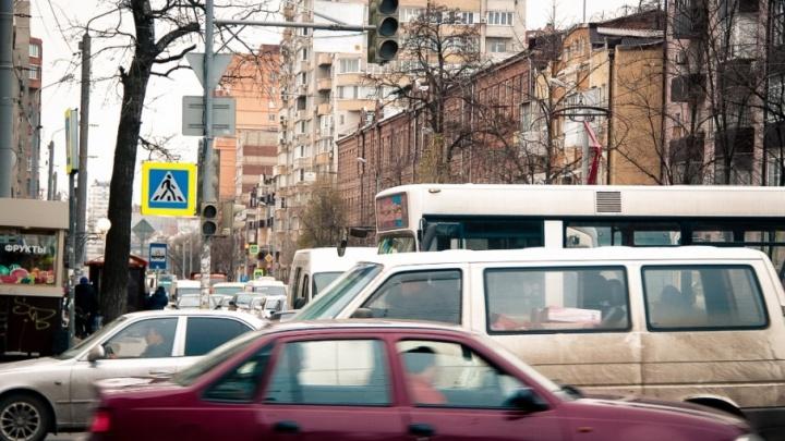 В центре Ростова парализовано движение из-за неработающих светофоров