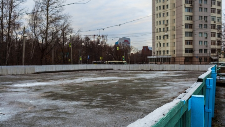 На стадионе «Калибр» подготовили к зиме хоккейный корт