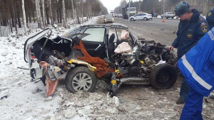 «Часть машины улетела в лес»: в аварии на трассе Тюмень — Омск погиб 49-летний водитель легковушки