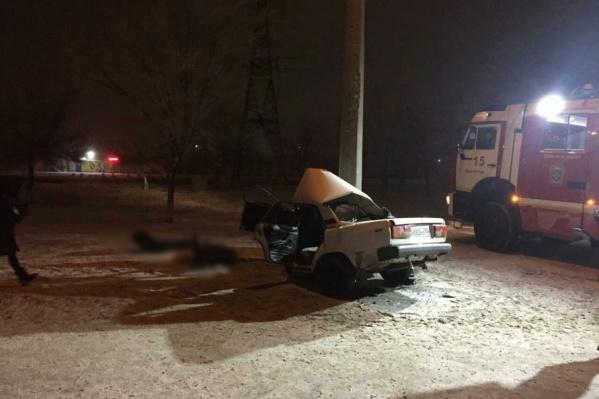 При виде фотографий с места аварии сложно поверить, что в этой машине кто-то мог выжить