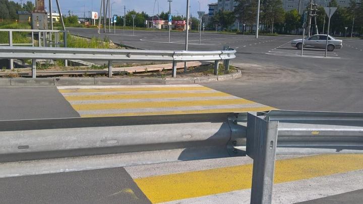 На Мысу появился странный пешеходный переход, упирающийся в дорожное ограждение