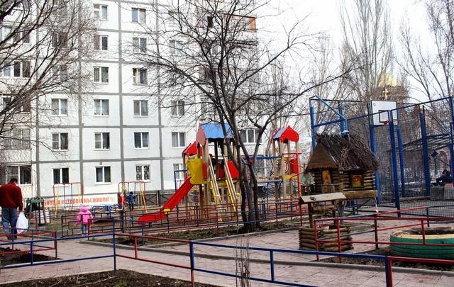 Самарцам предложили оценить нехватку урн, скамеек и детских площадок в своих дворах