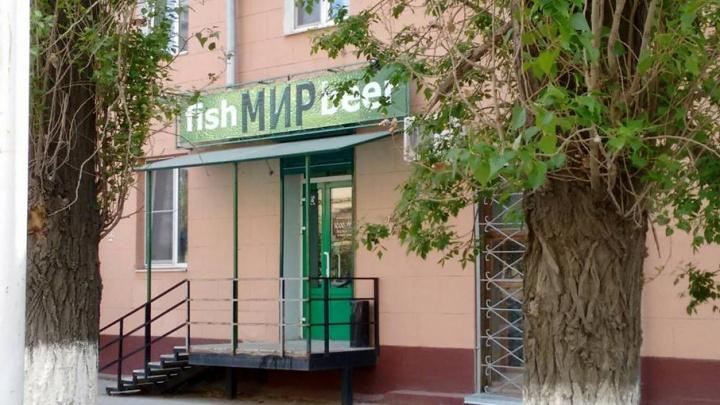 В Волгограде с пивного магазина в детской библиотеке убрали рекламу