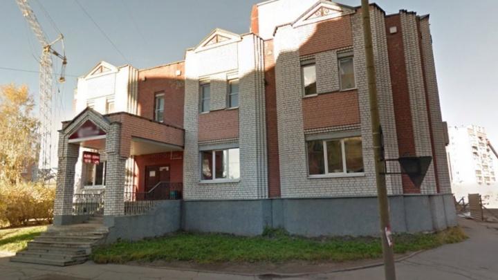В Архангельске телефонный террорист «заминировал» банк на Поморской