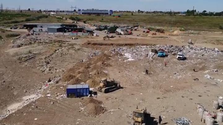 Свалка у волгоградского аэропорта создает опасность для самолетов