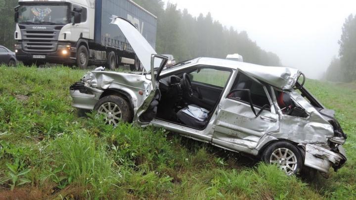 Смертельное ДТП на северной трассе: водитель легковушки погиб в столкновении с грузовиком
